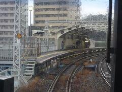 結局現場に5分ほど停車して運転再開。 次の駅が国道駅。 昭和感あふれる駅で、久々に降りてみたかったけど、それはまた今度。