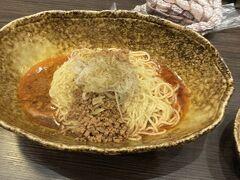 くにまつで汁無し坦々麺 広島のB級グルメとのこと。