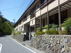 バス停からすぐの三木屋旅館が今日の宿です。 お客は3組。静かでした。 素泊まり9000円くらい。 昔ながらの旅館でした。wifiはフロント付近のみ。