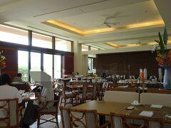 朝食はファインダイニング。メインディッシュを選ぶセミビュッフェスタイルです。 朝食に限らず、当ホテルで食事する時のメインレストランです。  朝食 6:30~10:30 昼食 12:00~15:00(ラストオーダー 14:30) 夕食 17:30~22:00(ラストオーダー 21:30)