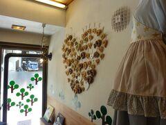 中の条からJRで長野原草津口へ。 そこからJRバスで草津温泉へ。連携していました。 ついてすぐに案内所でマップをもらって、ランチに「ラッキーベーグル」へ。 かわいいお店でした。