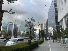 横浜駅で下車後、徒歩でみなとみらい方面を目指します!