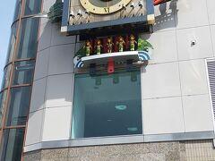 高知旅行2日目:品の名所を観光します。 はりまや橋のからくり時計 はりまや橋の交差点、デンテツターミナルビルの角、毎正時にからくり時計が動き出し、楽しいメロディが流れます。