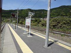 12:33 熊本から47分。 阿蘇外輪山の切れ目に位置し、スイッチバック駅である立野に停車。 2分停車します。  ここは、10分ほど停まってほしかったなぁ。