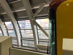 終点の渋谷駅に到着。  銀座線・渋谷駅は地下鉄では珍しい高架駅です。