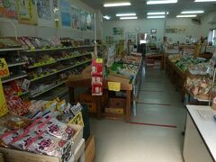 JAいるま 野越生農産物直売所。 裏には越辺川が流れていた。