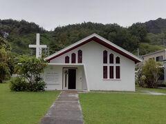 父島(後半) 3日目  朝から大雨。小ぶりになったところを見計らって…  セントジョージ教会へ  ちょうど日曜のミサが終わったところでしたが、牧師さん、島の方がとっても気さくで、おしゃべりを楽しみました。