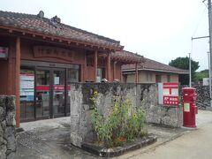 泊まった民宿のすぐ近くに郵便局ありました。 街並みにまっちしています。