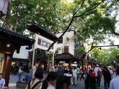 ホテルから南京夫子廟、秦淮河風光帯に行く街並み。休閑街。