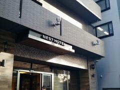 駅前から少し 今夜の宿ネストホテル博多到着