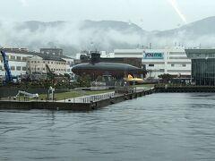 1時間ほどで呉港に到着です。 パノラマソファなら呉港を真正面に見ることが出来ます。 海上からアクセスするのもいい感じ。
