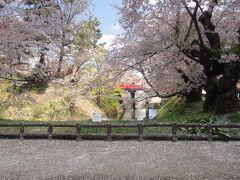 弘前公園の「下条橋」。