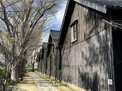 ラーメンを食している間に、雨が止んでくれて空は青空が広がりだした。  んじゃ、山居倉庫観に行こう!