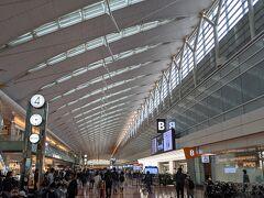 こんにちは 連休初日から一泊二日で那覇へ飛びます。 混雑を避けるため午後に羽田空港へ到着。 モノレールは空いてましたが昨年よりも人は多いですね。