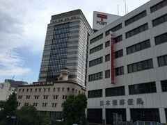 日本橋郵便局が見えてきました。