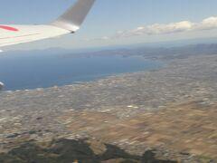 離陸後、すぐに「青森市」の上空を飛ぶ。