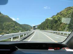 「河津七滝ループ橋」:見えてきました。