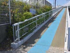 そろそろ駅へ向かって引き返します。  青の塗装は太平洋自転車道の区間を示すもの。 https://www.kkr.mlit.go.jp/road/pcr/index.html