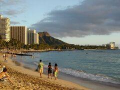【2005年】ワイキキビーチ  この年の大会ステッカーは紛失したようです。  2005年も母とホノルルに来ました。  ワイキキビーチとダイアモンドヘッド♪ ハワイを感じる景色ですよね(^^)