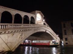 リアルト橋へ到着しました。