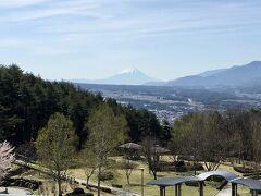 テラス蓼科のワンデイトリップでお出かけです。 予約しておけば無料で参加できます。 天気が良いので永明寺山公園へ寄り道です。 富士山を見ることができてラッキーでした!