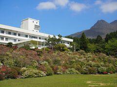 箱根ホテル花月園へ立ち寄り。  ここは,3000株ものツツジの庭園が見事で・・・・ って咲いてない!