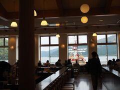 桃源台ビューレストランで一休み。  ここからロッジまでは5分ほど。
