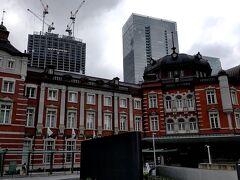 東京駅の丸の内側に出てきました。  今から、三菱一号館美術館に向かいます。