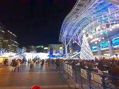 博多駅前でクリスマスマーケットのイベント このコロナ禍、こんなイベントやるかとビックリ。 怖いのでそそくさとこの場から退散。