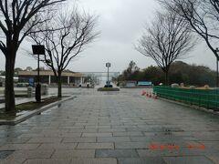 東京都葛西臨海水族園:正面いりくちの様子。