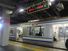品川駅から総武線に乗ります。 「成田EXPRESS 9」 運休です
