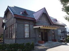 ちょっと歩き疲れたので、スタバ 弘前公園前店へ。 ここは、登録有形文化財の店舗です。