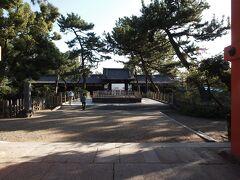 15:28 住吉大社 五大力の石を頂いて、境外摂社に向かいます。 南中門を抜けると石舞台があります。  豊臣秀頼が寄進し日本三舞台のひとつで国の重要文化財です。
