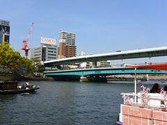 最初にくぐる橋は天満橋です。