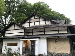 こちらは鶴舞公園内のカフェ!
