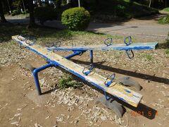 隣の間々田八幡公園へ。 次男坊とシーソーやブランコ。 シーソー・・・何年ぶりに遊んだだろうか(;'∀')