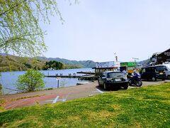 ちょっと車を走らせ、野尻湖の中心部に移動。 遊覧船や貸しボート、食堂があります。