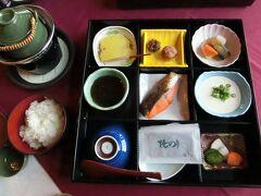 朝食は和食にしてみました。  左上の急須のようなものには小さなほたてが入った味噌汁が。 はたての味がしっかりとでていて美味しかったです。