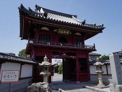 浄念寺には、立派な仁王門がある。 寛保元年(1741)に再建された楼門で、楼上に梵鐘があり、以前は宿場中に美しい音色を響かせていたそうだが、第二次世界大戦の際に供出されてしまったそうだ。