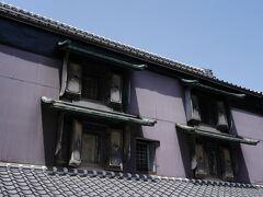 その裏手に、宿場内で穀物問屋を営んでいた島村家の土蔵がある。 三階建ての特異な建物で、天保7年(1836)に、飢餓で苦しむ人々に仕事を与えるため建てられたことから 『お助け蔵』と云われてるそうだ。 内部は、江戸時代の生活用具の資料館となっているが、公開は月一度。 以前見学したことがあるのを思い出した。