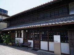 矢部家の向いには、小林家住宅がある。 小林家は材木商を営んでいたそうだが、建物は、江戸末期に旅籠だったものを利用したそうだ。 現在は、喫茶になっているが、この日は休みだった。