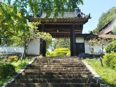 臨済宗の鳳源寺。今日ここまで見てきた寺院の中で一番立派である。