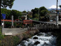 湧玉池で湧出した富士の天然水は、この地点から神田川となって潤井川へ注ぎ、最終的には駿河湾まで流れていきます。。