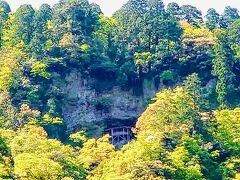 【三徳山三佛寺投入堂】  鳥取砂丘へ向かう途中、というか、三朝温泉の近くにありました(^^)  「みとくさんさんぶつじなげいれどう」と読むようですね…