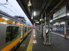 一方私は、ここから青梅線の下り電車に乗る。 ホームに降りたら、すでに電車が停まっていた。 東青梅から先が単線のため、拝島駅で時間調整することがよくある。