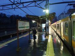 この電車の終点、青梅駅着。 ホームの先端は屋根がかかってないので、雨の日は大変。