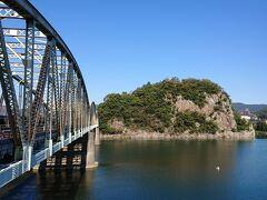 犬山遊園駅で下車  駅を降りてすぐ木曽川と犬山橋の雄大な景色が見られます