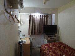 高松駅近くの本日の宿。1泊素泊まり3680円。翌日の予定からすると宿泊地は琴平や丸亀の方が便利でしたが、手頃な宿が見当たらなかったので。