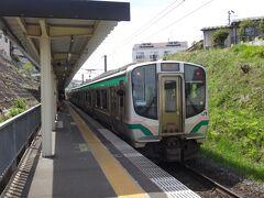 北仙台の次の駅、北山で降ります。  実はここの駅も面白い場所にムリヤリ作られており、昨年9月に仙台近郊駅巡りをした際に仙山線の駅を取り上げ過ぎちゃって候補にありながらも洩れちゃったのが北山駅なんです。今回、良い機会なので来てみました。  ↓その時の旅行記 Suicaで回ろうGoToご近所。仙台都市圏で乗り鉄&おすすめ駅めぐり【後編】 https://4travel.jp/travelogue/11649765