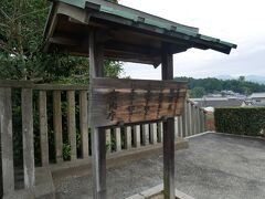 そして到着したのは欽明天皇陵。 全長約138mの前方後円墳で、欽明天皇の墓。 JALで羽田から伊丹に行くときに見えている前方後円墳はここじゃないか?と思っているけど…よくわからない。